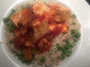 Tofu tomato sauce with brown rice & peas